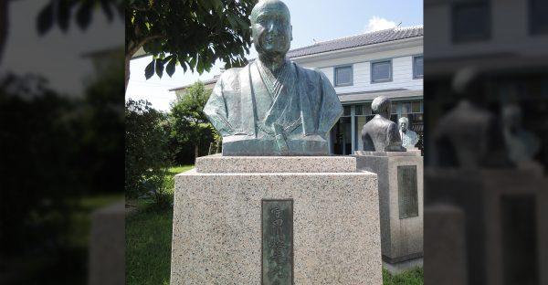 宇田川榕菴銅像(提供: 津山洋学資料館)