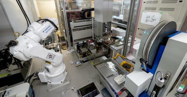 構造生物学研究センターの結晶化ロボット